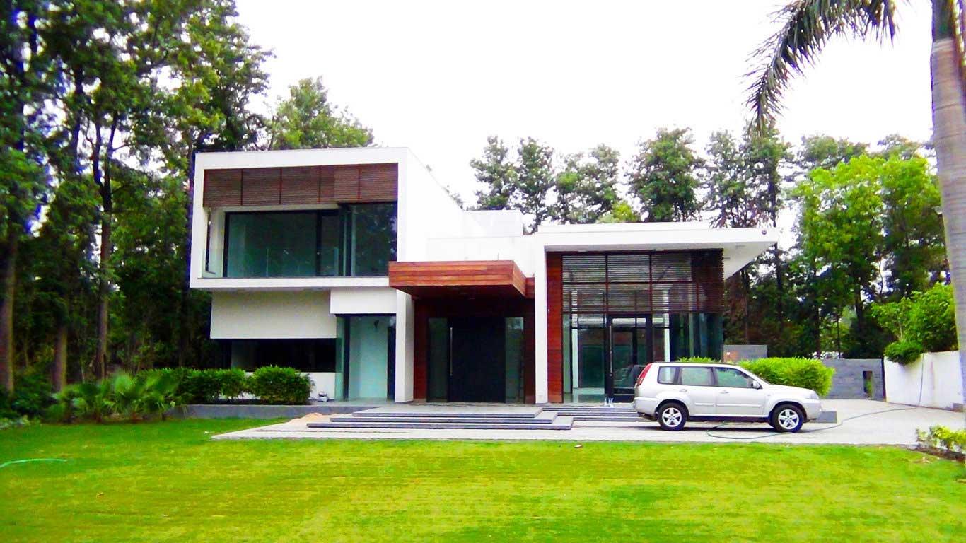 1 acre farmhouses